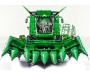 John Deere Adds 8-Row Folding Corn Head to Harvesting Equipment Line