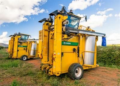 Oxbo - Model 9200 - Coffee Harvester