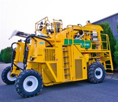 Oxbo - Model 6230 - Grape Harvester