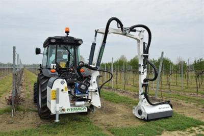 Hymach Juice, the ideal arm for mowing in terraced vineyards and orchards