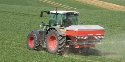 Model AXIS M 20.2 W - Two Disc Fertiliser Spreader