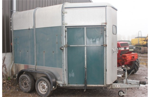 RICHARDSONS - Horse Trailer