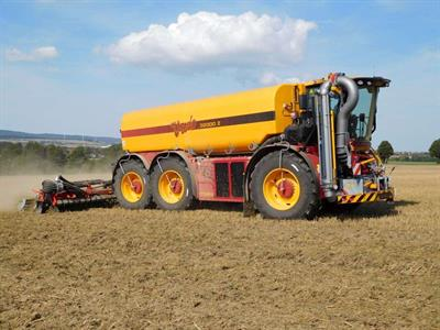 Vredo SlurryTrac - Model VT7028 - Self-Propelled Tracs