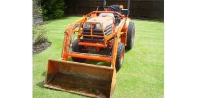 Kubota - Model B2400HST - Compact Tractor Loader