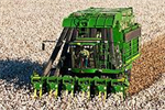 John Deere - Model 7660 - Cotton Picker