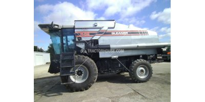 Gleaner - Model R62 - Harvester